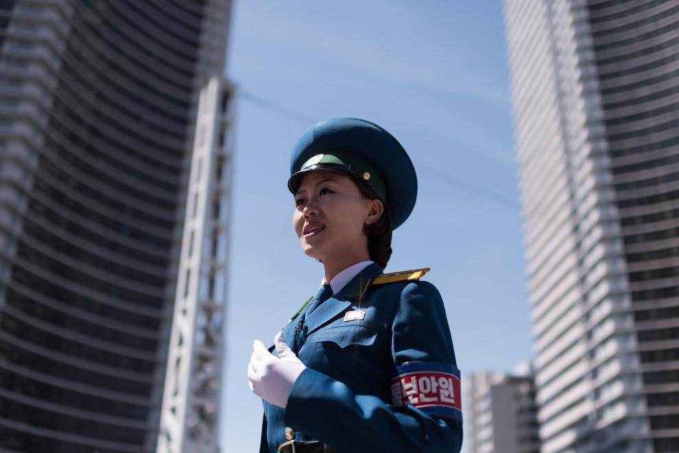 В Пхеньяне набирают в регулировщицы очаровательных дам