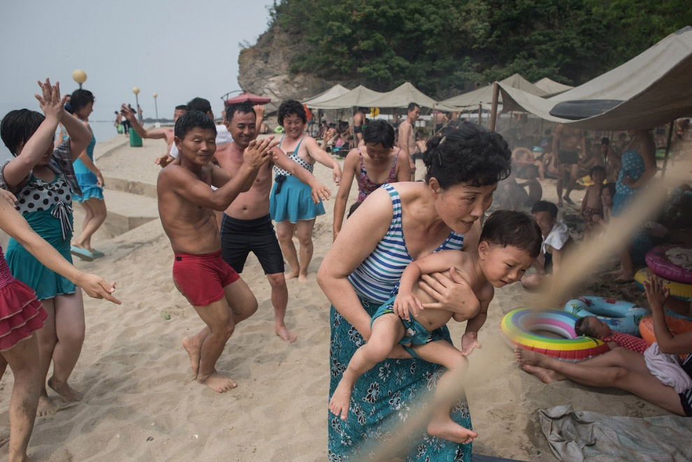 Танцы на городском пляже