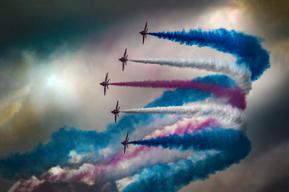 Красные стрелы — пилотажная группа Королевских ВВС Великобритании