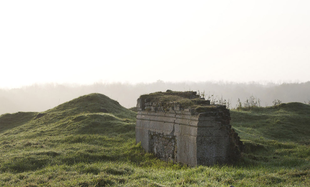 Остатки замка Chateau de la Hutte в Пелогерете, Бельгия