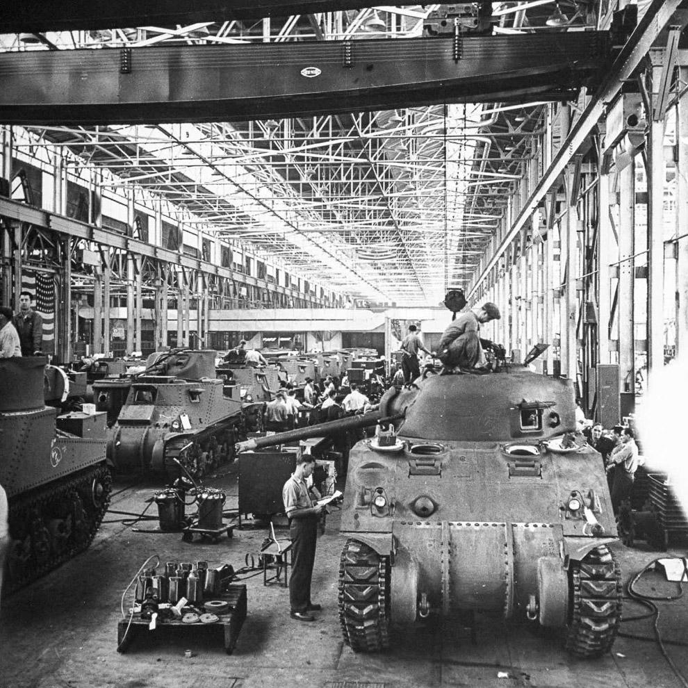 Производство танков на заводе Крайслер. 1942 г.