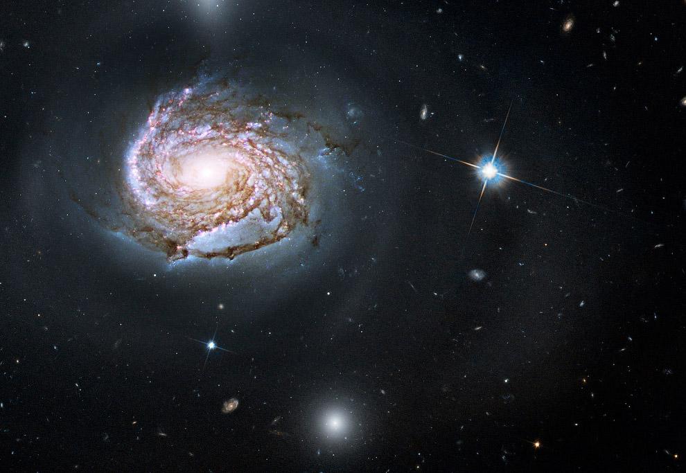 Галактика NGC 4911 в созвездии Волосы Вероники