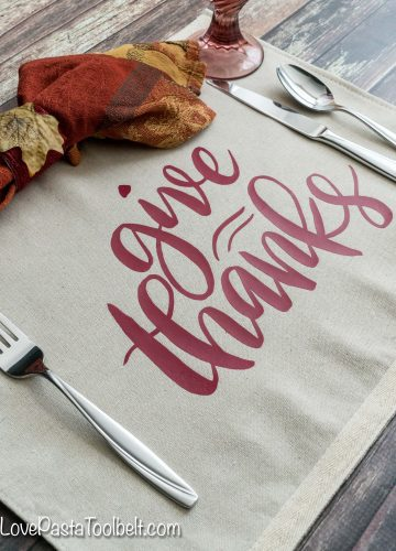 Remember to give thanks now and all year long with this DIY Give Thanks Placemat #TheThankfulChallenge