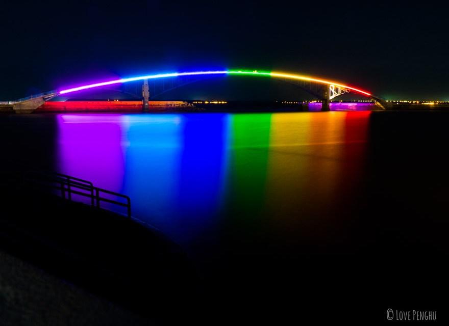 虹色に輝く西瀛虹橋は澎湖(ポンフー)の新しいランドマーク
