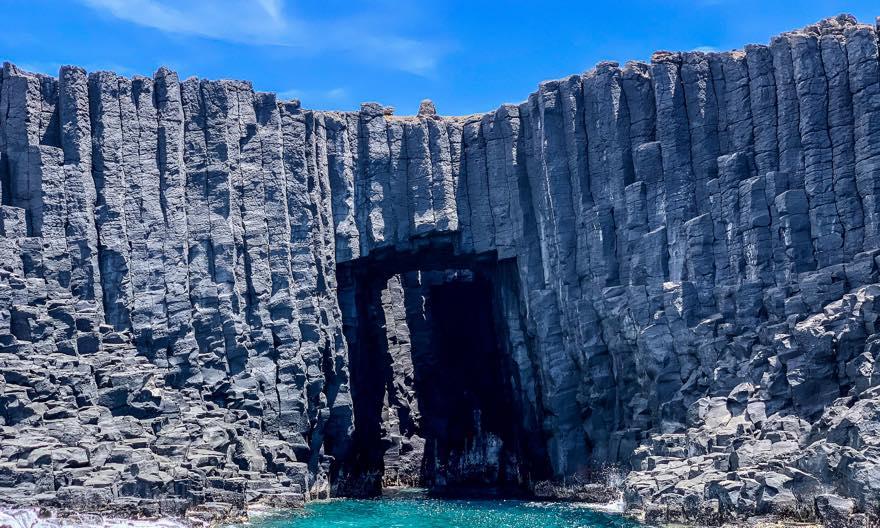 澎湖(ポンフー)南方四島の「西吉(シージー)」にある「青の洞窟(藍洞)」