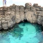 玄武ブルーの海と天然の噴水が見所!澎湖本島最西端の「風櫃洞」