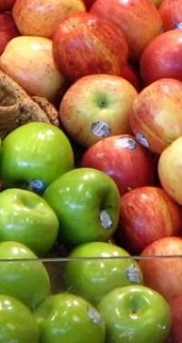 Supermarket apples