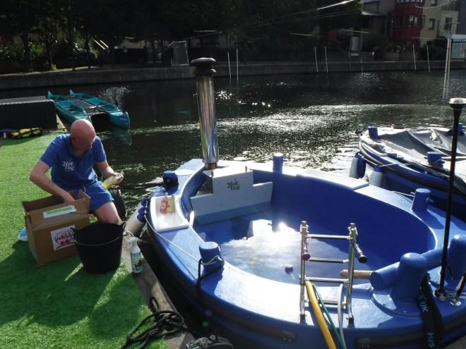 HotTug UK Tommo filling up the hottug