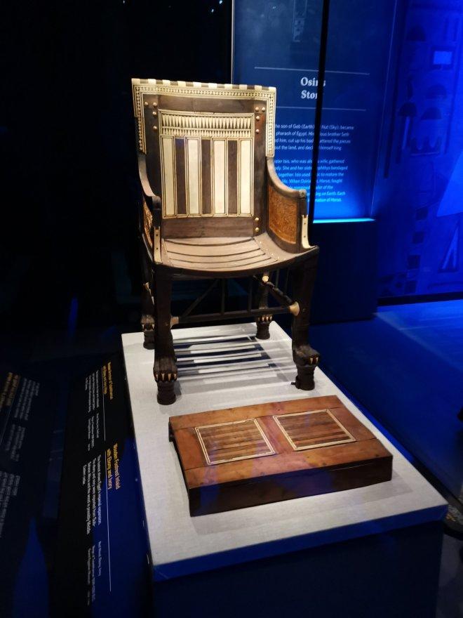 Tutankhamun chair