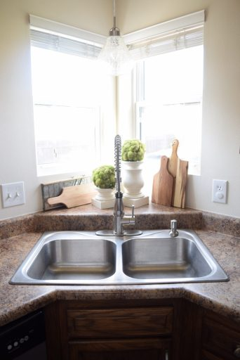 staging your kitchen to sell your house