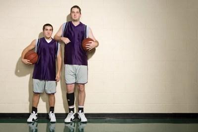 背の高い男と低い男