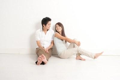 同棲生活を楽しむ男女