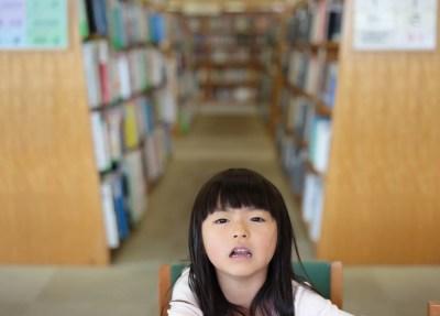 図書館と女の子