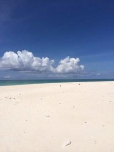 はての浜の白い砂浜
