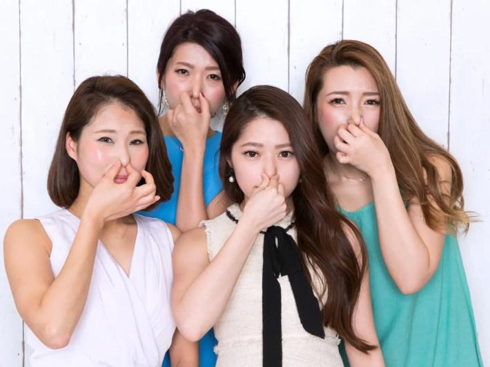 口臭を嫌がる女性たち