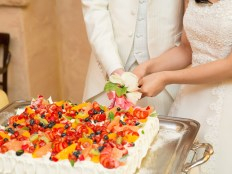 ケーキ入刀 結婚式 余興