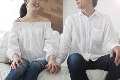 お揃いファッションのカップル