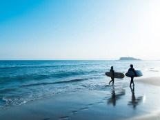 湘南 七里ヶ浜のサーファー