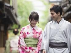 外国人彼氏と着物の女性