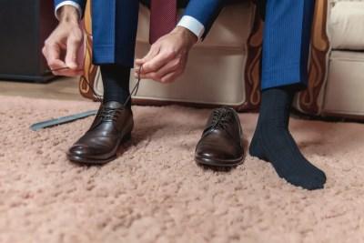 スーツに合わせた靴下と靴