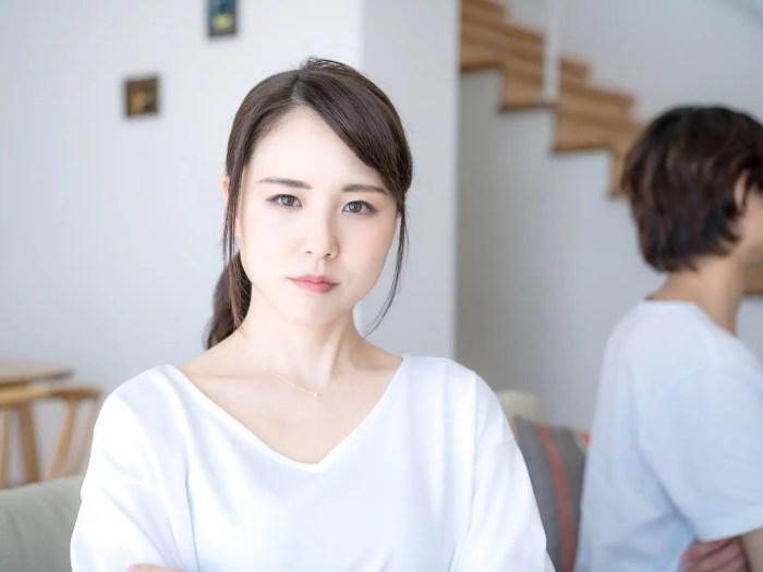 不満を抱える女性