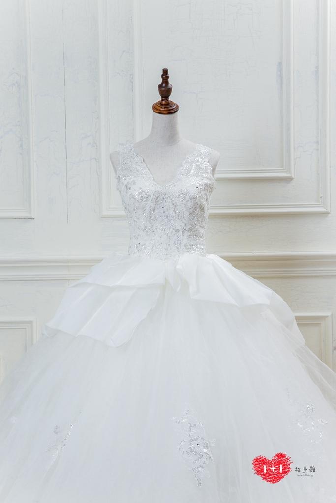 手工婚紗推薦:立體蕾絲雕花白紗