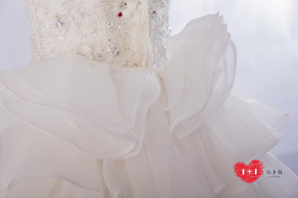 手工婚紗出租:復古甜美緞白紗