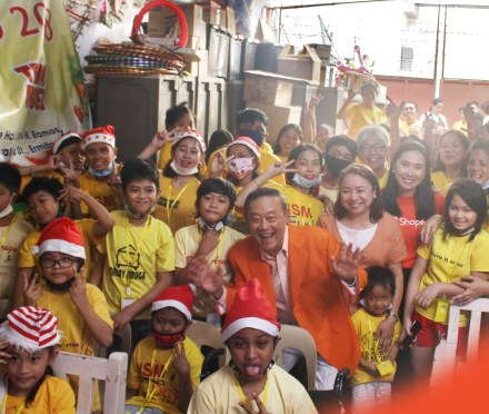 Teacher Insights: Shopee and Jose Mari Chan Spread Christmas Joy with the Children of Bahay Aruga
