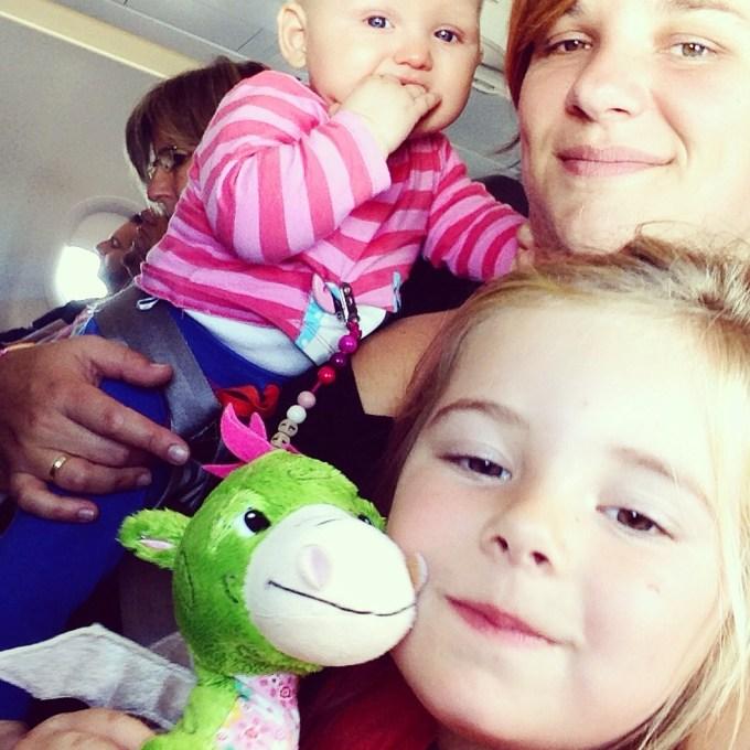 Jup, moe is moe. Maar voldoen en supertrots dat ze zomaar even met twee kids het vliegtuig instapt. Op weg naar een nieuw land en een ander leven!