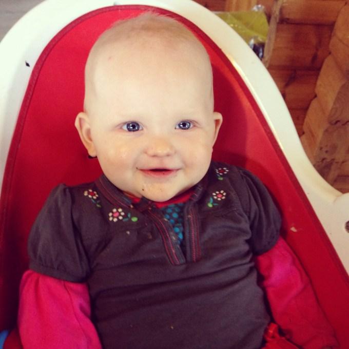 Dit meisje had woensdag weer haar volgende mijlpaal: een boterham met smeerworst!