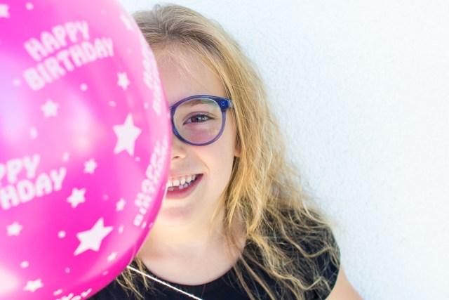 Model Eva met kinderbril van Polette