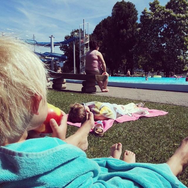 Donderdag liggen we weer de hele middag aan het zwembad! Woeiii, wat een zomer komt eraan!