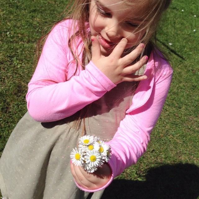 Heerlijk bloemetjes plukken . Ze staan nog steeds hoor!