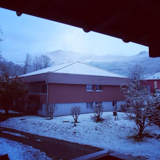 En toen ging ik naar boven. Deed de rolluiken open en... Zag overal sneeuw!