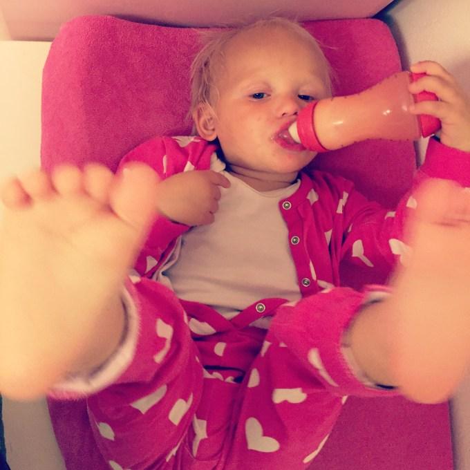 's Avonds trok ik Liza mijn favoriete pyjama aan. En dan te bedenken dat ze tot vorige week nooit een pyjama aan had!
