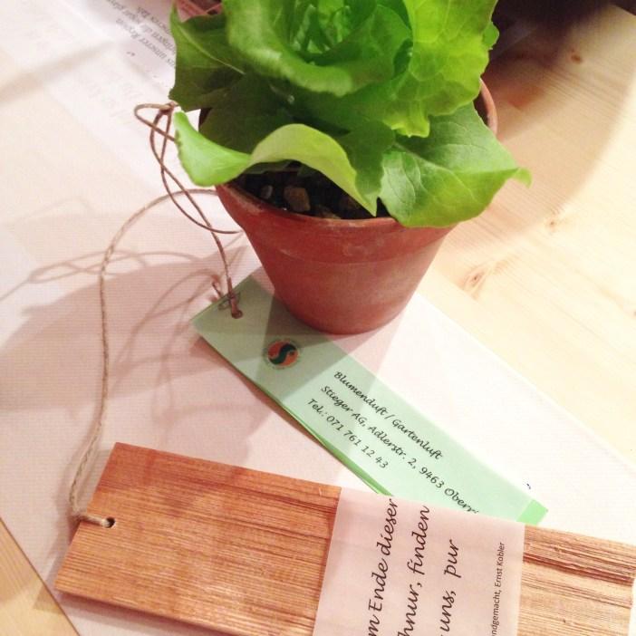 Op de tafels stond overigens dit creatieve bloemstuk