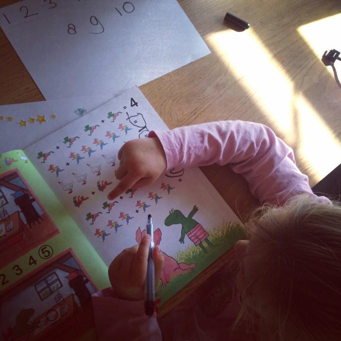 Eva is druk aan het tellen n maakt ineens enorme sprongen. Fijn!