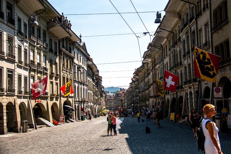 We liepen verder naar de Marktgasse. Een hele mooie straat met alleen trams en bussen. Hier kan je ook lekker shoppen. Dure winkels, maar gelukkig ook winkels als de H&M en C&A