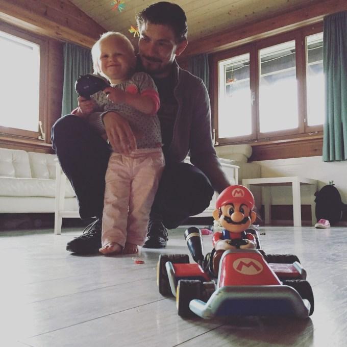 Liza is weg van Mario spelen!