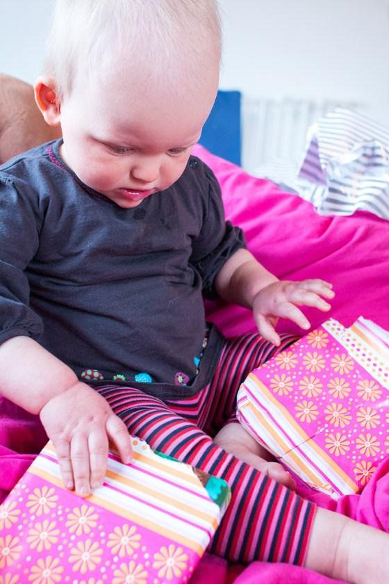 Liza kreeg ook cadeautjes uit Nederland! 4 leuke boekjes en haar verjaardagsoutfit!