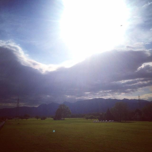 Daarna ging ik 4 km hardlopen. Was wel lekker. Maar die zon had beter achter de wolken kunnen blijven, man wat een zweet!