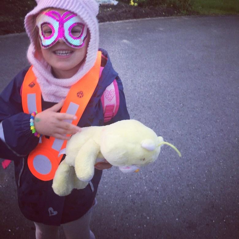 Vrijdag gaat Eva zo naar school! Hahaha ik laat haar maar :)
