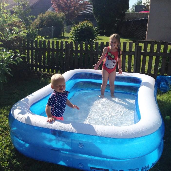 Woensdagochtend om negen uur zitten de meiden dan ook in het zwembad