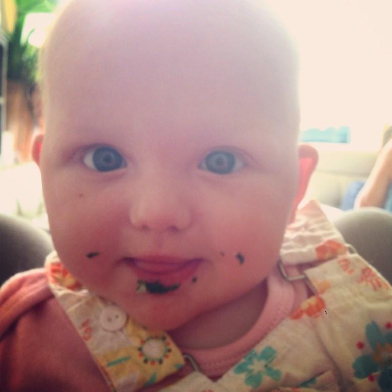 Dinsdagavond aten we Eva's lievelingseten: boerenkool met worst! Liza vond het ook lekker. Dat ze er daarna in stikte, vergeet ik liever.
