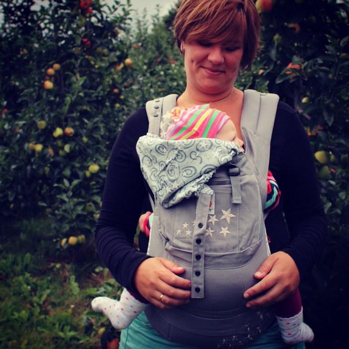 Deze week ook veel foto's van mijn nieuwe draagzak. Liza heeft amper in de kinderwagen gelegen, wat vind ik hem fijn!
