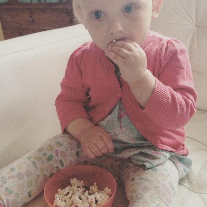 Dinsdagmiddag was het rotweer en gingen we een filmpje kijken, met popcorn!