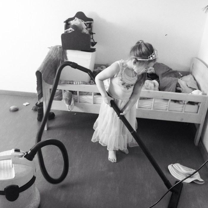 Gelukkig had ik mijn eigen Assepoester die toen Liza in bed lag, mij echt enorm goed hielp! Wat was ze trots :)