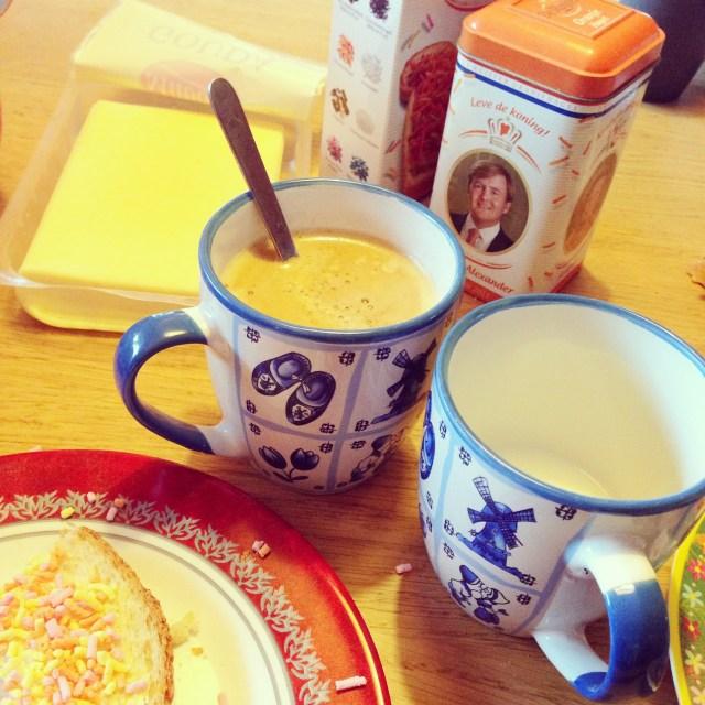 De nacht was wat minder plezierig, Liza was twee keer goed wakker, maar met mijn ontbijtje en een extra glas melk voor de nadorst (!)