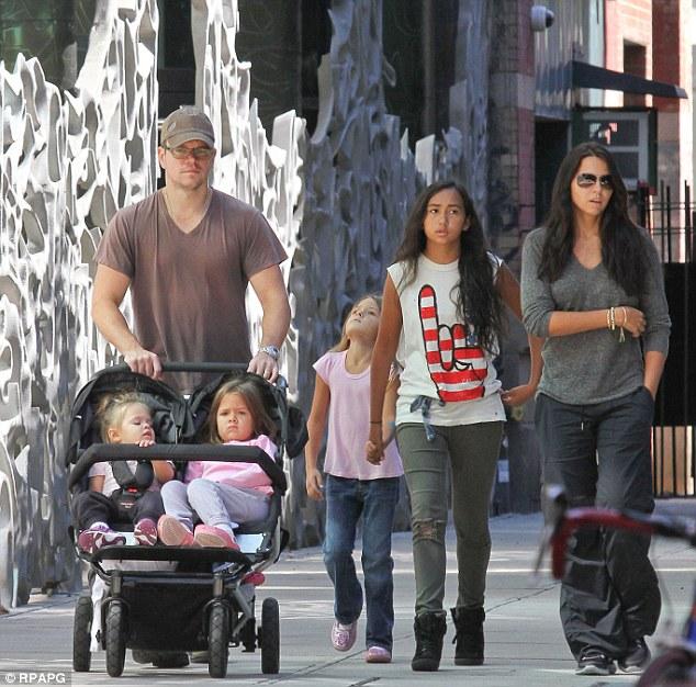 Matt Damon heeft er ook 4! Stiefdochter Alexia, Isabella, Gia & Stella