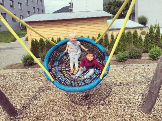 Dinsdagochtend zitten we de hele ochtend in de speeltuin.